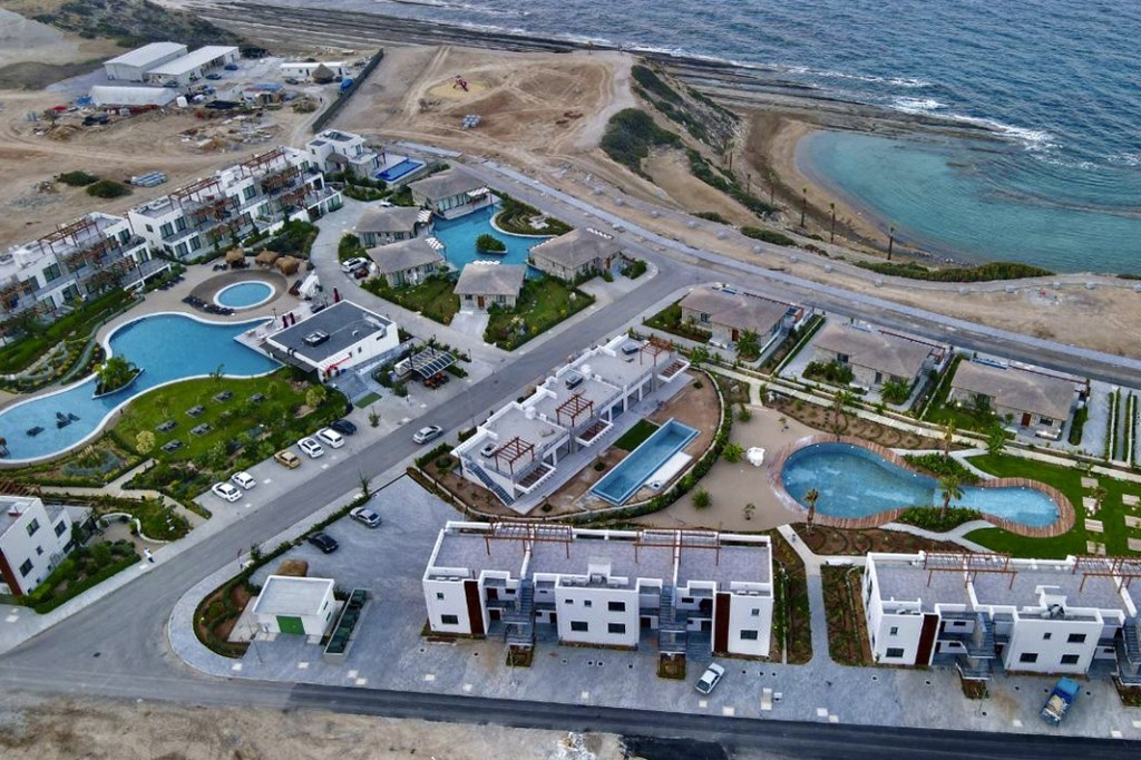 How the hotel occupancy rates influence the region's investment attractiveness?